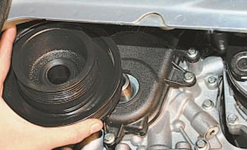 Замена и регулировка натяжения ремня привода газораспределительного механизма и замена его натяжного ролика Ford Fusion Fiesta