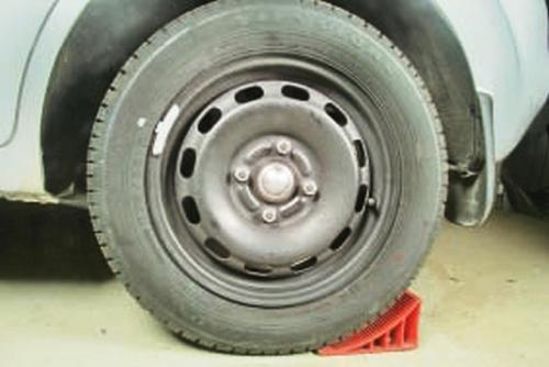 Замена стабилизатора поперечной устойчивости передней подвески Ford Fusion Fiesta